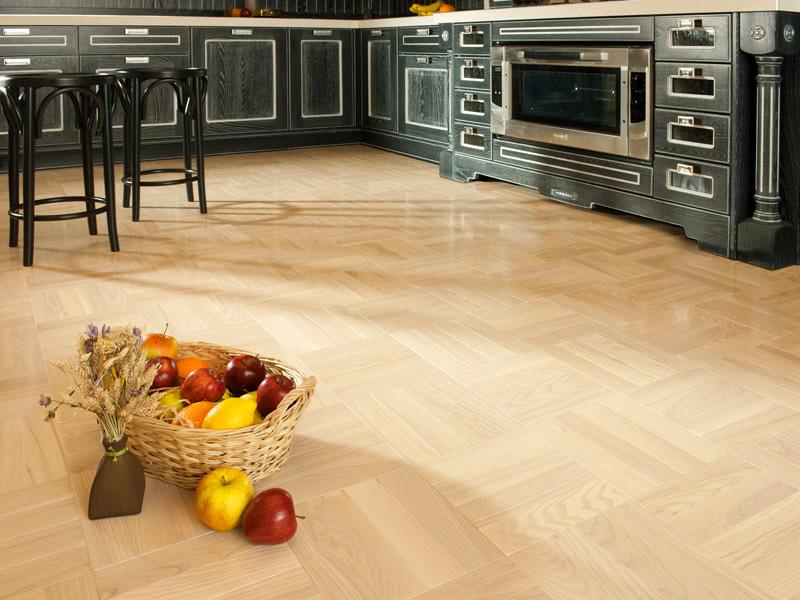 Как да предпазим естествения паркет в кухнята от падащи остри предмети?